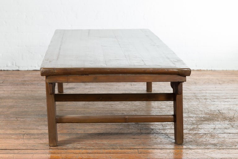 Chinese Qing Dynasty 19th Century Wide Coffee Table with Carved Spandrels For Sale 6