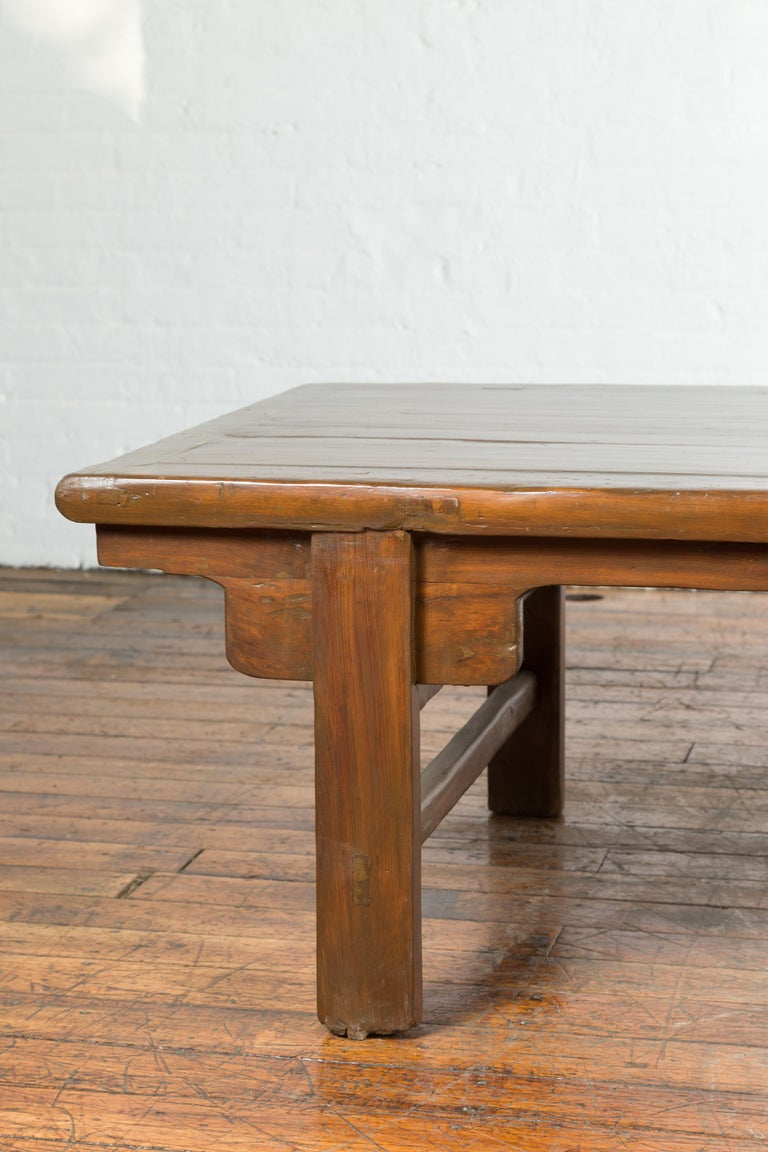 Chinese Qing Dynasty 19th Century Wide Coffee Table with Carved Spandrels In Good Condition For Sale In Yonkers, NY