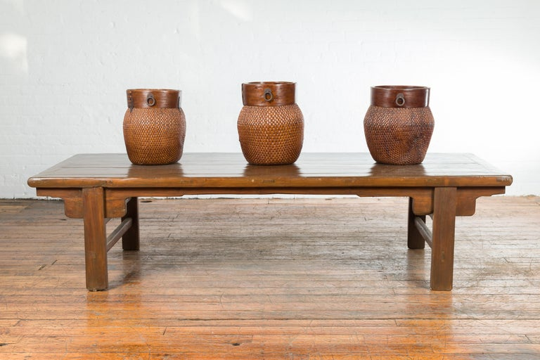 Chinese Qing Dynasty 19th Century Wide Coffee Table with Carved Spandrels For Sale 1