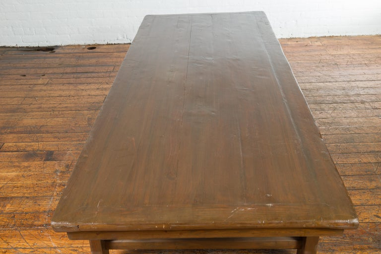 Chinese Qing Dynasty 19th Century Wide Coffee Table with Carved Spandrels For Sale 4