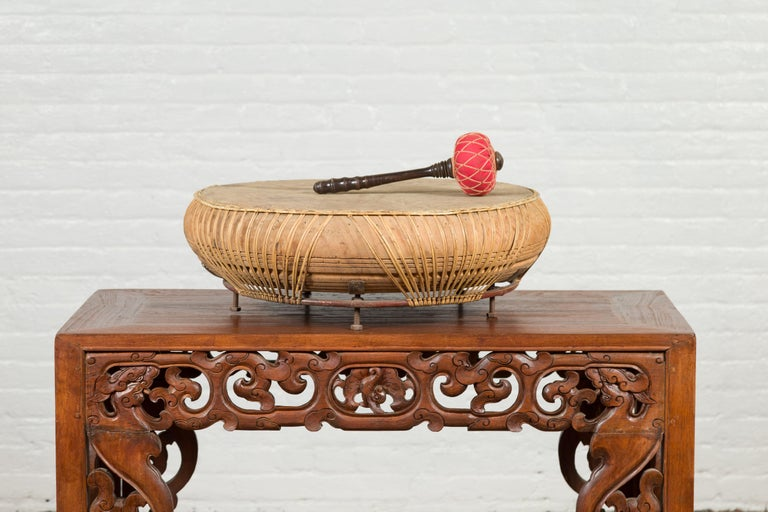 Chinese Qing Dynasty Period 19th Century Leather Drum with Its Wooden Mallet For Sale 8