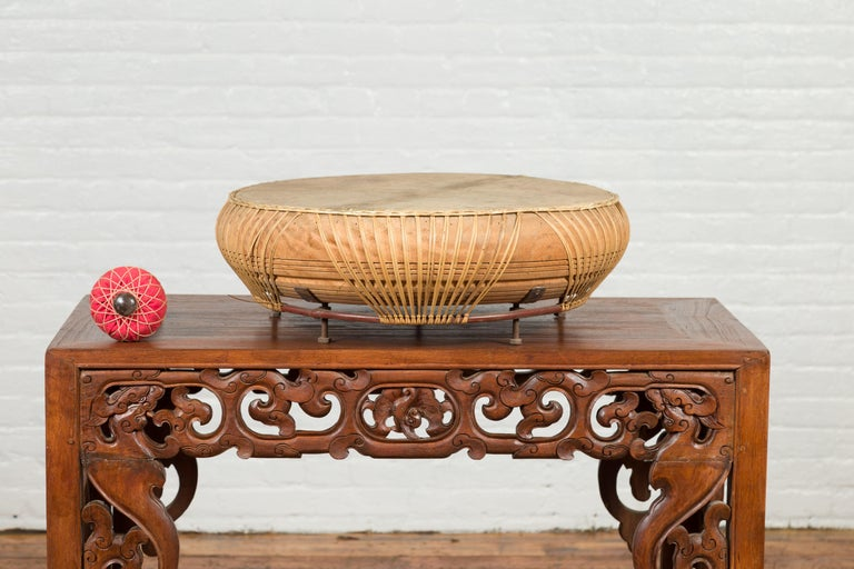 Chinese Qing Dynasty Period 19th Century Leather Drum with Its Wooden Mallet For Sale 2