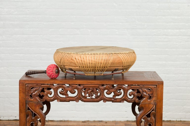Chinese Qing Dynasty Period 19th Century Leather Drum with Its Wooden Mallet For Sale 3