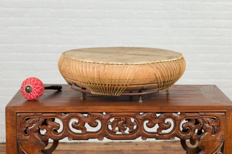 Chinese Qing Dynasty Period 19th Century Leather Drum with Its Wooden Mallet For Sale 4