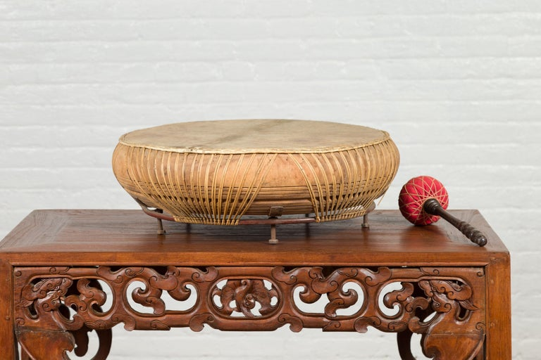 Chinese Qing Dynasty Period 19th Century Leather Drum with Its Wooden Mallet For Sale 5
