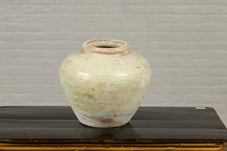 Chinese Qing Dynasty Period Exterior Vase with Distressed Yellow Green Glaze In Good Condition In Yonkers, NY