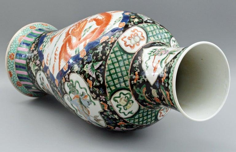 Chinese Qing Guangxu Famille Noire Porcelain Baluster Dragon Vase In Good Condition For Sale In Bishop's Stortford, Hertfordshire