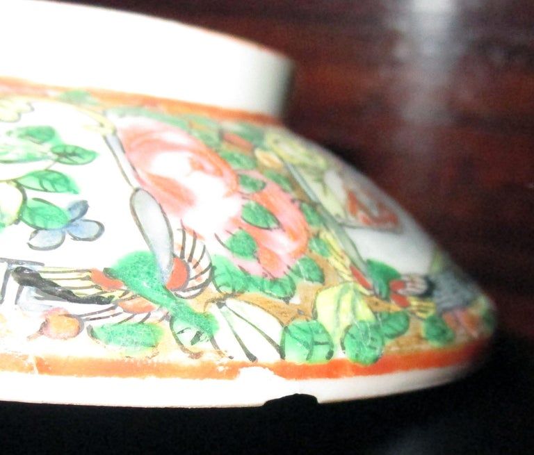 Chinese Qing Rose Medallion Porcelain Lidded Soup Rice Bowls with Saucers Set For Sale 7