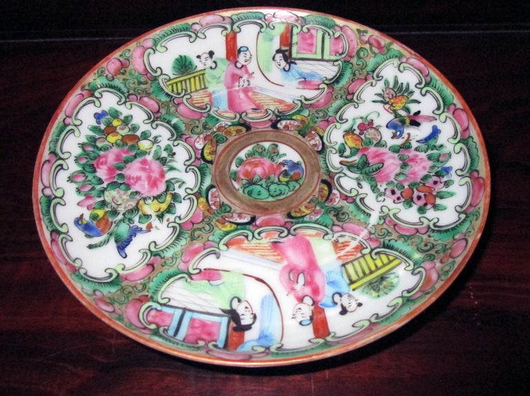 Chinese Qing Rose Medallion Porcelain Lidded Soup Rice Bowls with Saucers Set In Good Condition For Sale In Savannah, GA