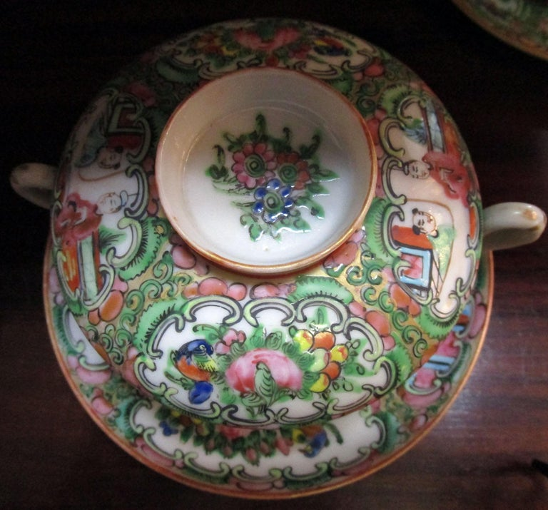 Chinese Qing Rose Medallion Porcelain Lidded Soup Rice Bowls with Saucers Set For Sale 1