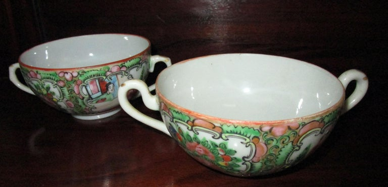 Chinese Qing Rose Medallion Porcelain Lidded Soup Rice Bowls with Saucers Set For Sale 3