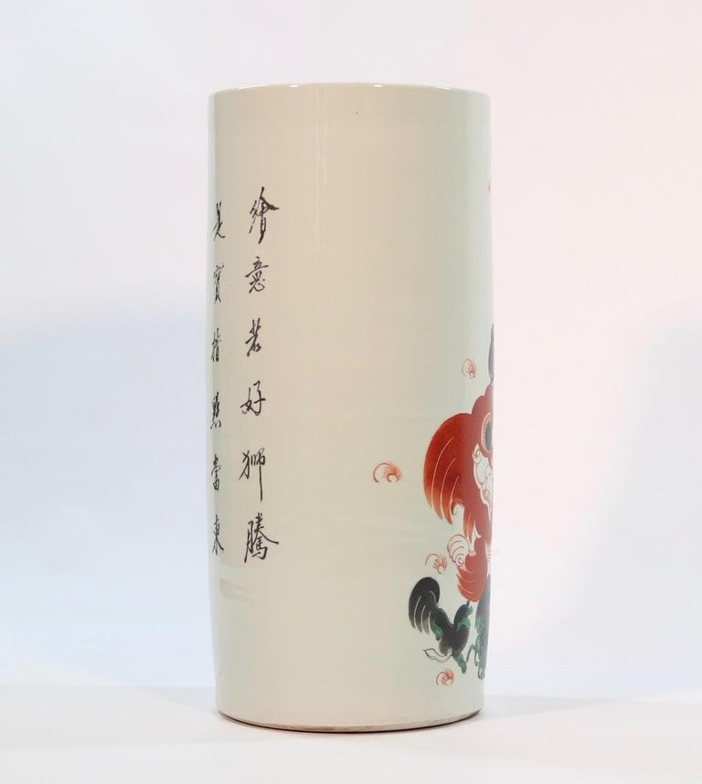 Chinese Quing Porcelain Umbrella Holder with Foo Dog Motif In Good Condition For Sale In New York, NY