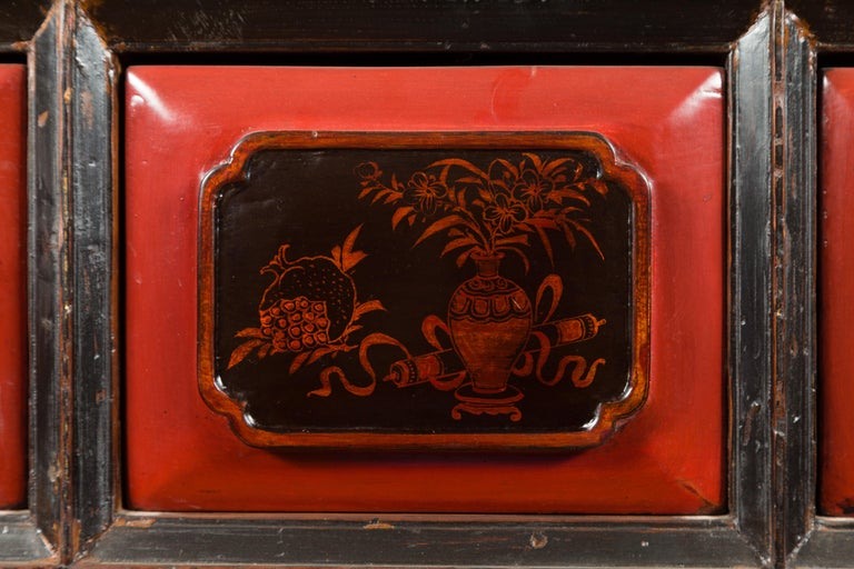 Chinese Red and Black Lacquered 19th Century Altar Coffer Table with Chinoiserie For Sale 7