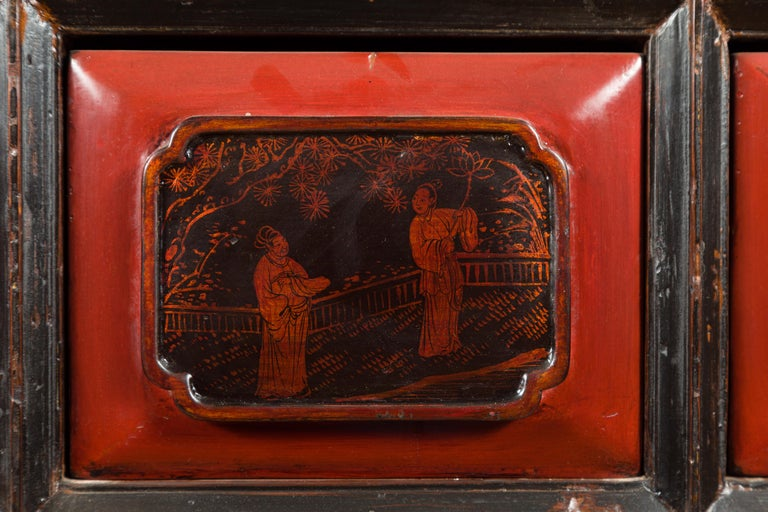 Chinese Red and Black Lacquered 19th Century Altar Coffer Table with Chinoiserie For Sale 8
