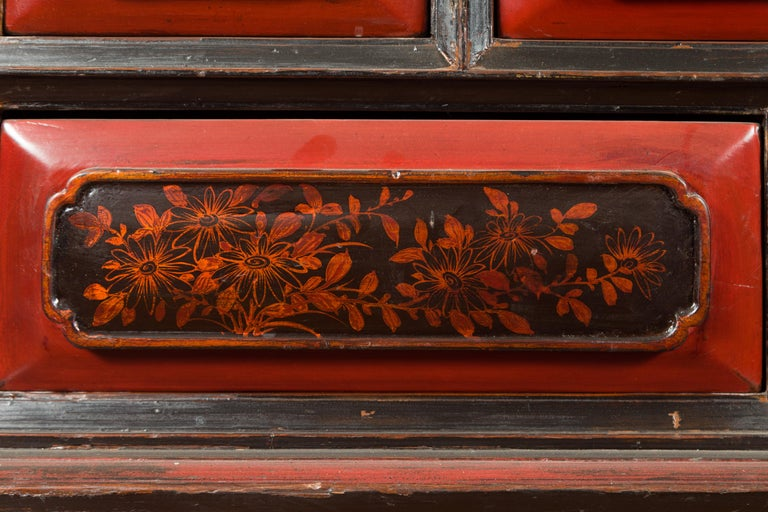 Chinese Red and Black Lacquered 19th Century Altar Coffer Table with Chinoiserie For Sale 9