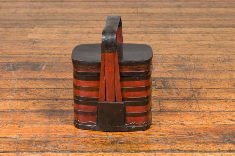 Chinese Red and Black Lacquered Tiered Lunch Box with Handle and Calligraphy For Sale 5