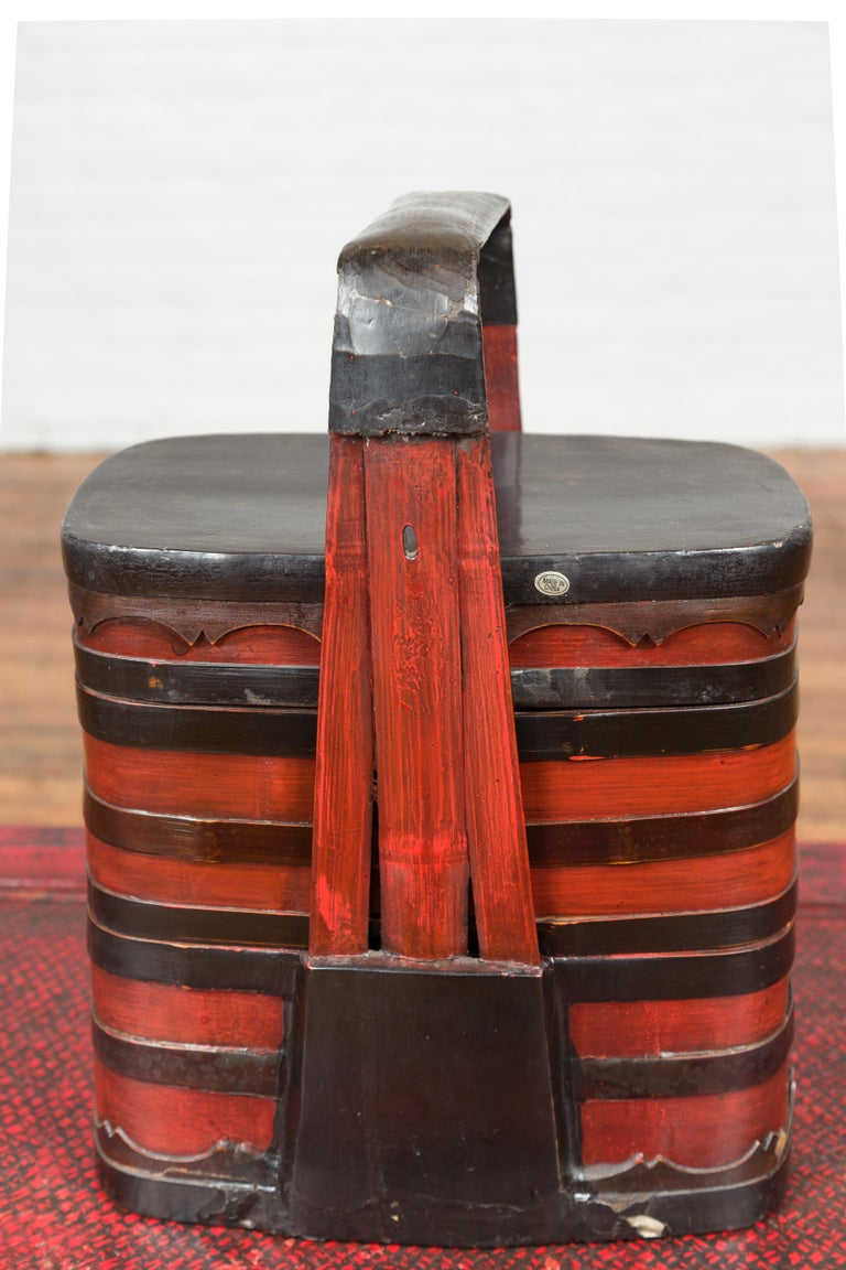 20th Century Chinese Red and Black Lacquered Tiered Lunch Box with Handle and Calligraphy For Sale