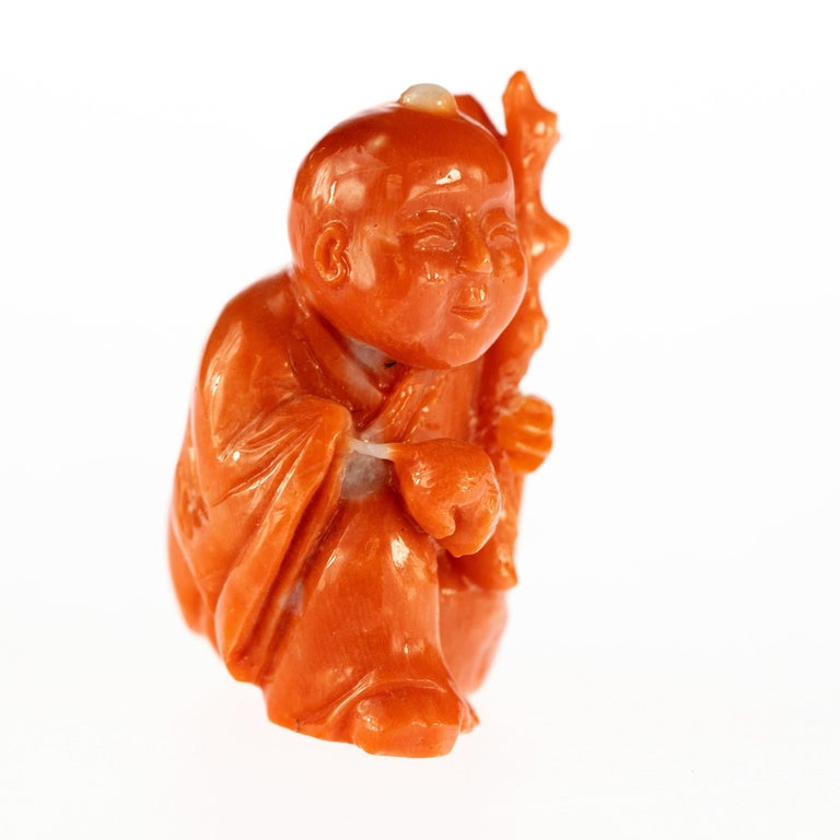 Chinese Red Coral Peasant Hand Carved Asian Art Taiwan Statue Sculpture In Excellent Condition For Sale In Milano, IT