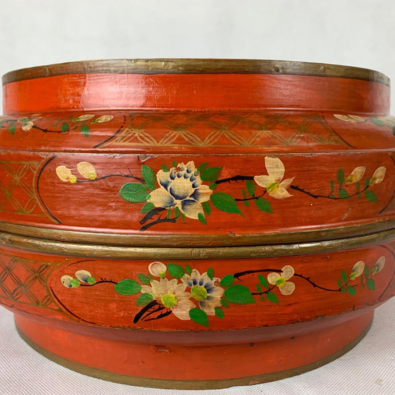 Hand Decorated Chinese Wedding Box in Red Lacquer For Sale 2