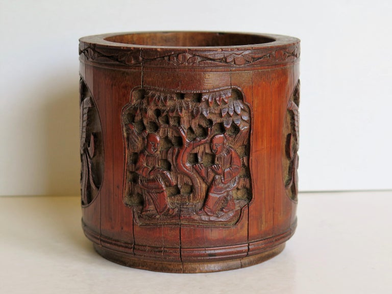 Chinese Scholars Bamboo Brush Pot or Bitong Finely Carved Signed, 19thC. Qing For Sale 1