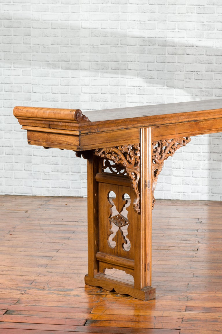 Chinese Shandong Province Early 20th Century Long Elm Altar Console Table For Sale 6