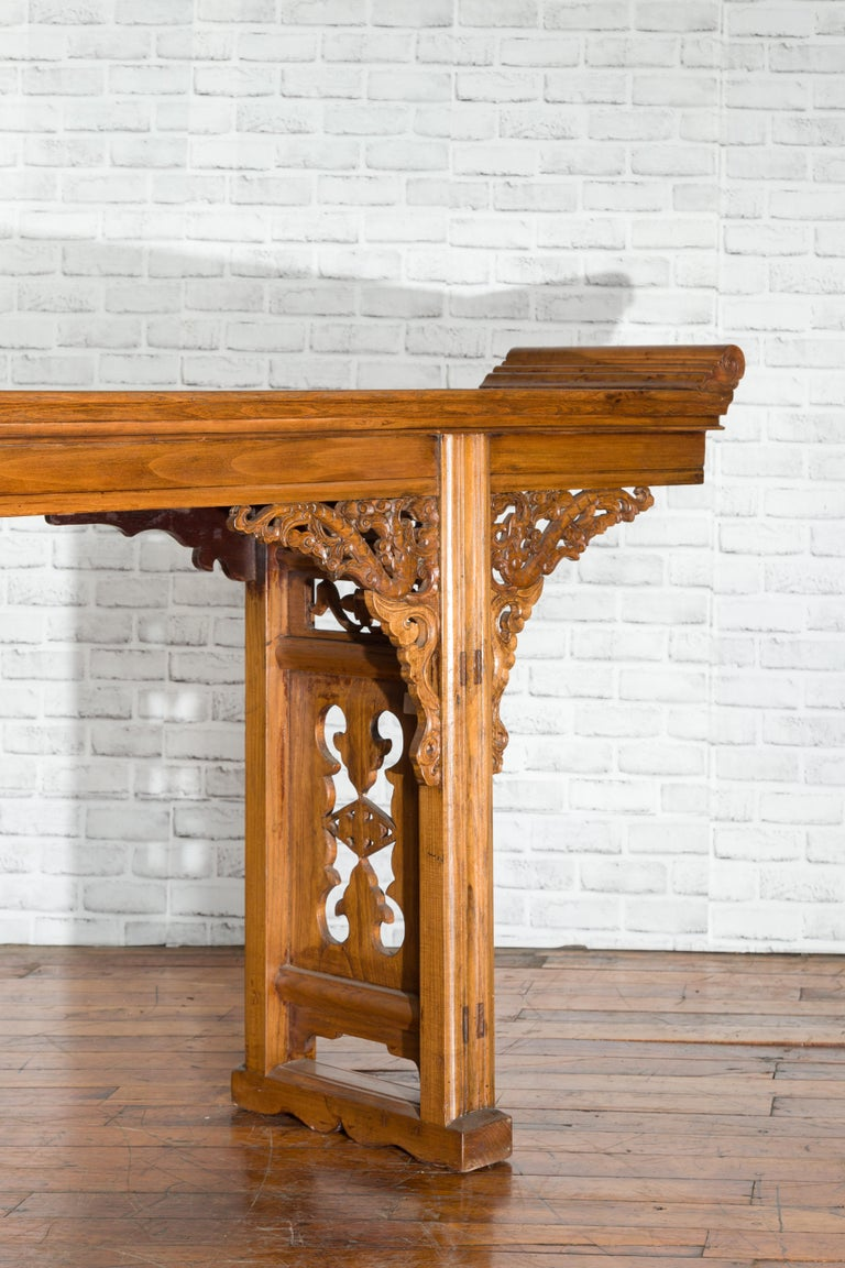 Chinese Shandong Province Early 20th Century Long Elm Altar Console Table For Sale 7