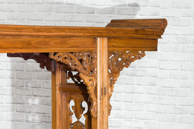 Chinese Shandong Province Early 20th Century Long Elm Altar Console Table For Sale 8
