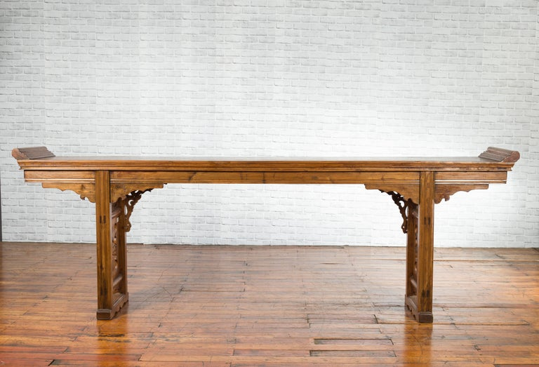 Chinese Shandong Province Early 20th Century Long Elm Altar Console Table For Sale 11