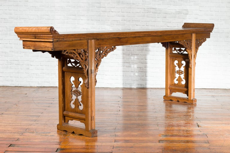 Chinese Shandong Province Early 20th Century Long Elm Altar Console Table In Good Condition For Sale In Yonkers, NY