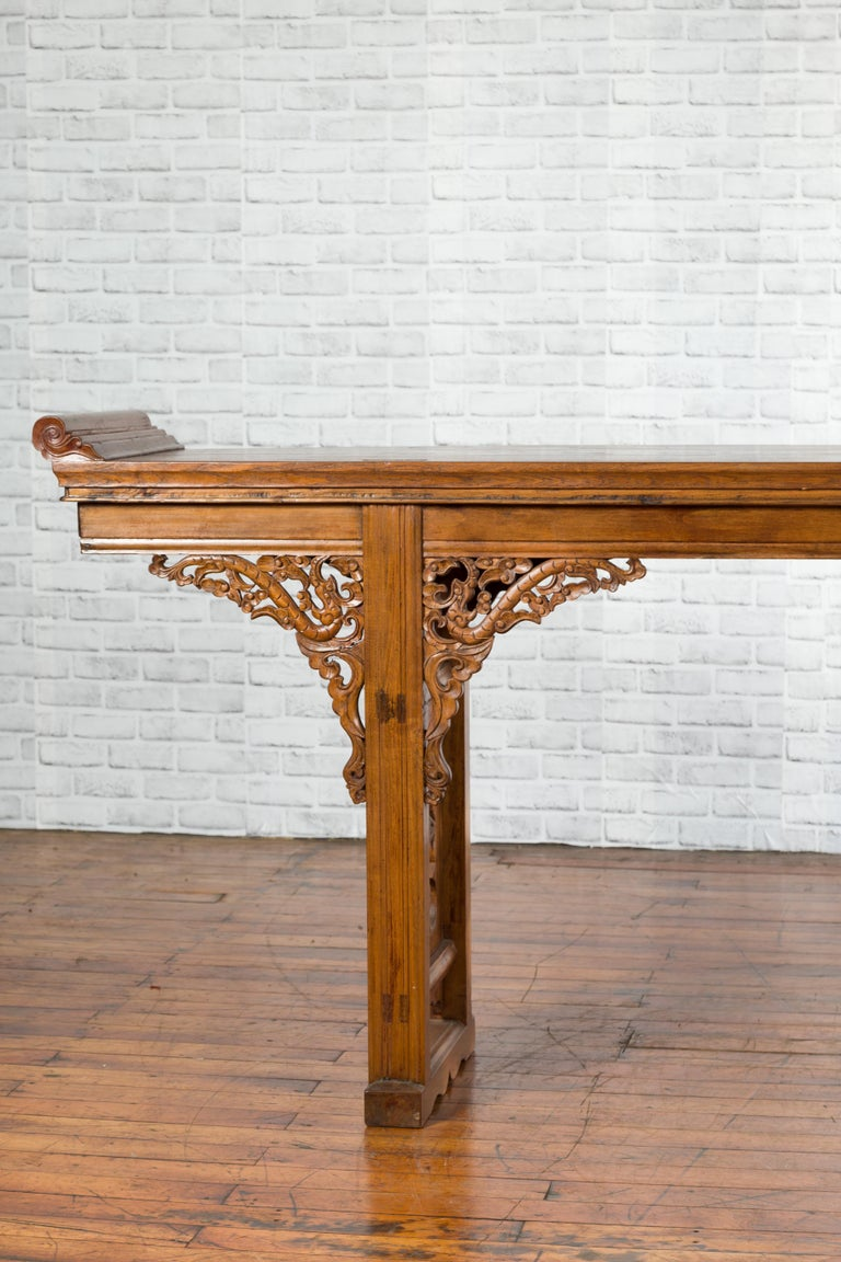 Chinese Shandong Province Early 20th Century Long Elm Altar Console Table For Sale 1
