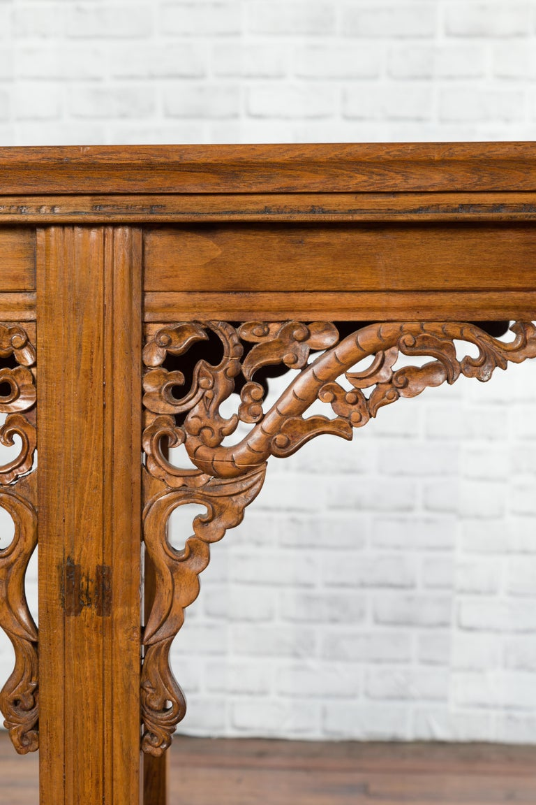 Chinese Shandong Province Early 20th Century Long Elm Altar Console Table For Sale 3