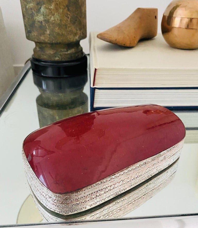 Chinoiserie Chinese Silver Trinket Box with Antique Oxblood Porcelain Inset, c. 1945 For Sale