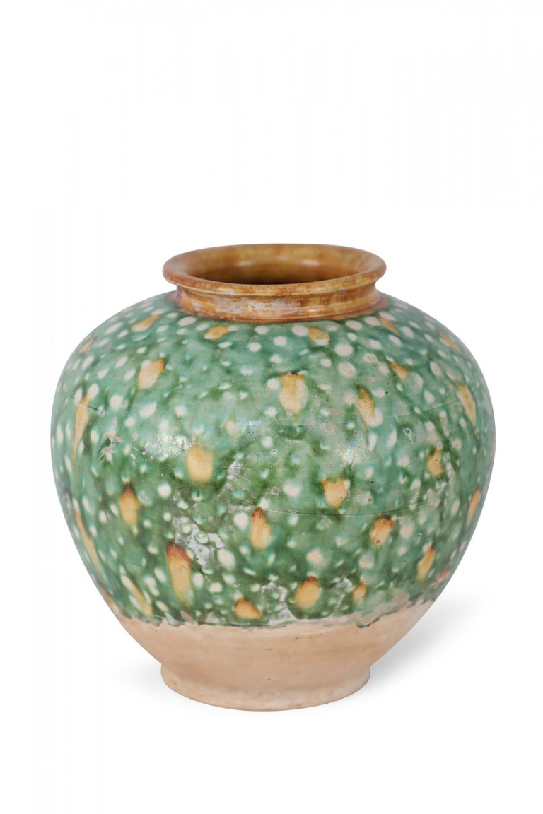 Chinese Tang Dynasty-Style Sancai Glazed Porcelain Vase In Good Condition For Sale In New York, NY