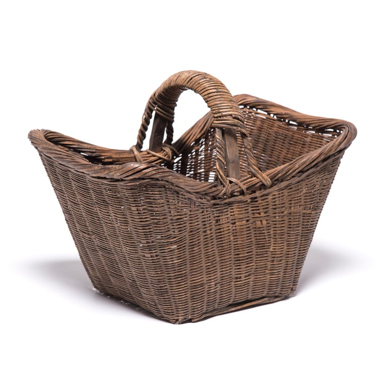 Chinese Twist Woven Market Basket In Good Condition For Sale In Chicago, IL