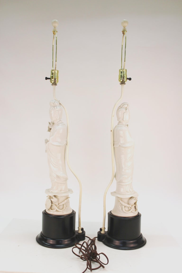 Hong Kong Chinese White Ceramic Guanyin Buddha Table Lamps For Sale