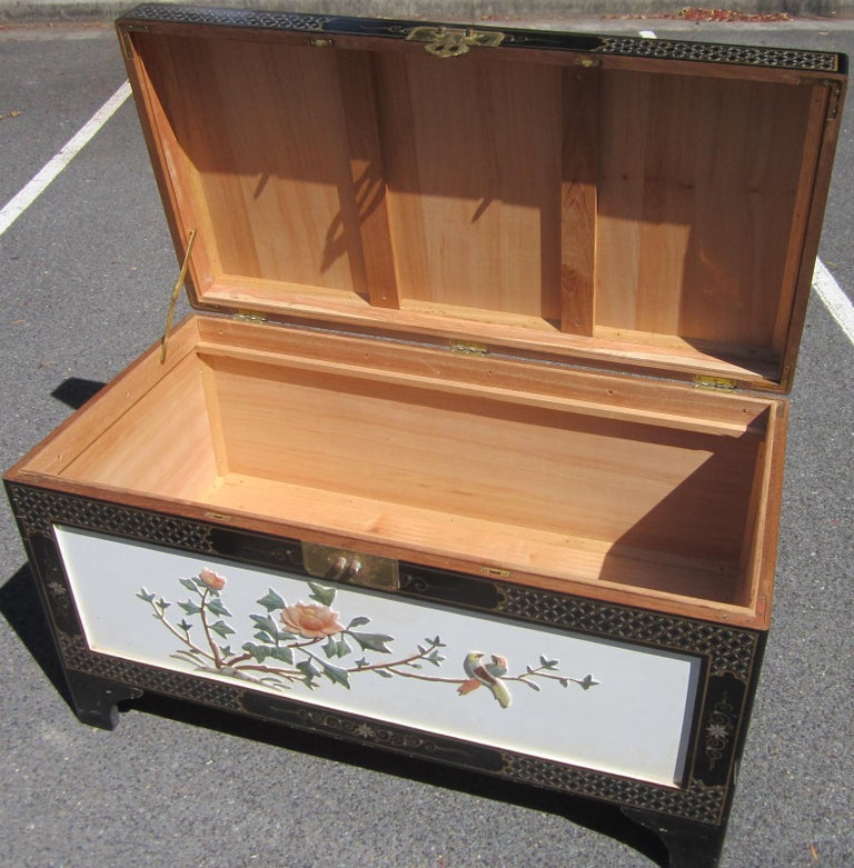 Chinoiserie Chinese White Lacquer Camphor Wood Chest For Sale