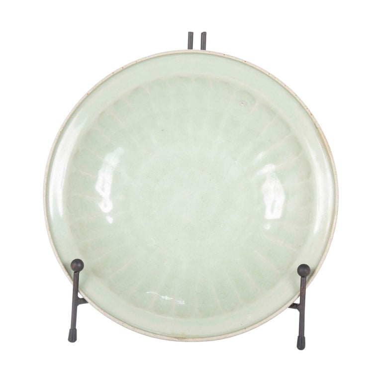 Chinese Yuan Celadon Fluted Edge Green Glaze Plate For Sale