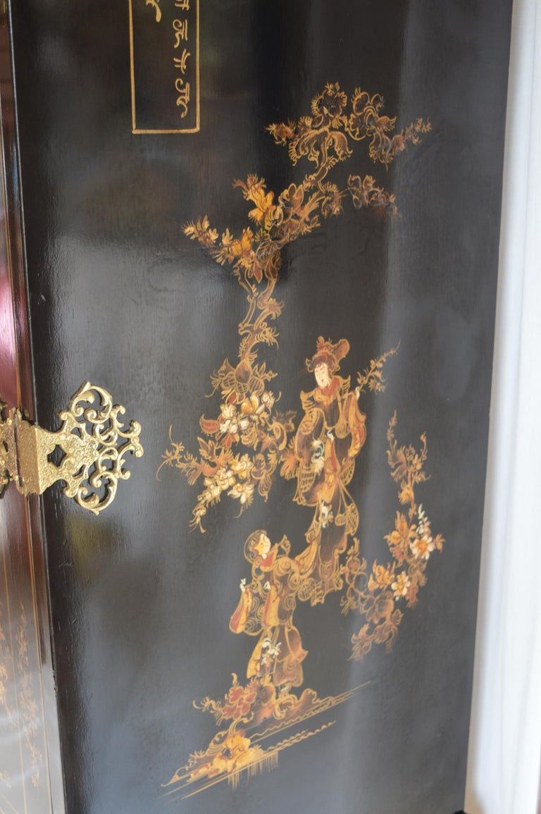 Chinoiserie Bar Cabinet with Giltwood For Sale 4