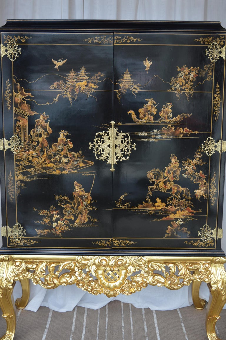 Chinese Chinoiserie Bar Cabinet with Giltwood For Sale