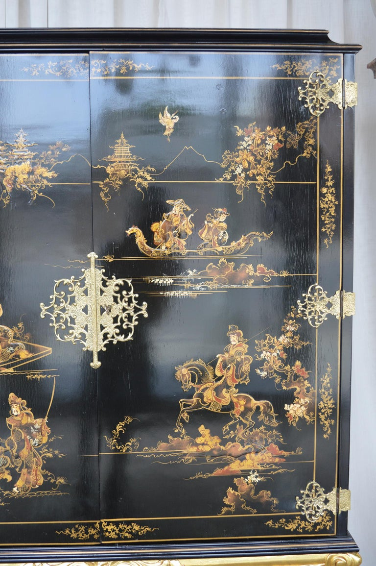 20th Century Chinoiserie Bar Cabinet with Giltwood For Sale