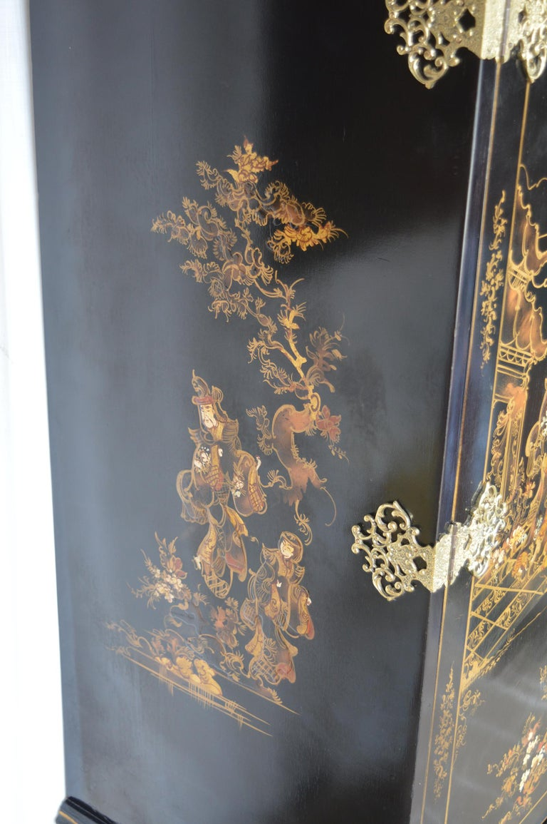 Chinoiserie Bar Cabinet with Giltwood For Sale 2