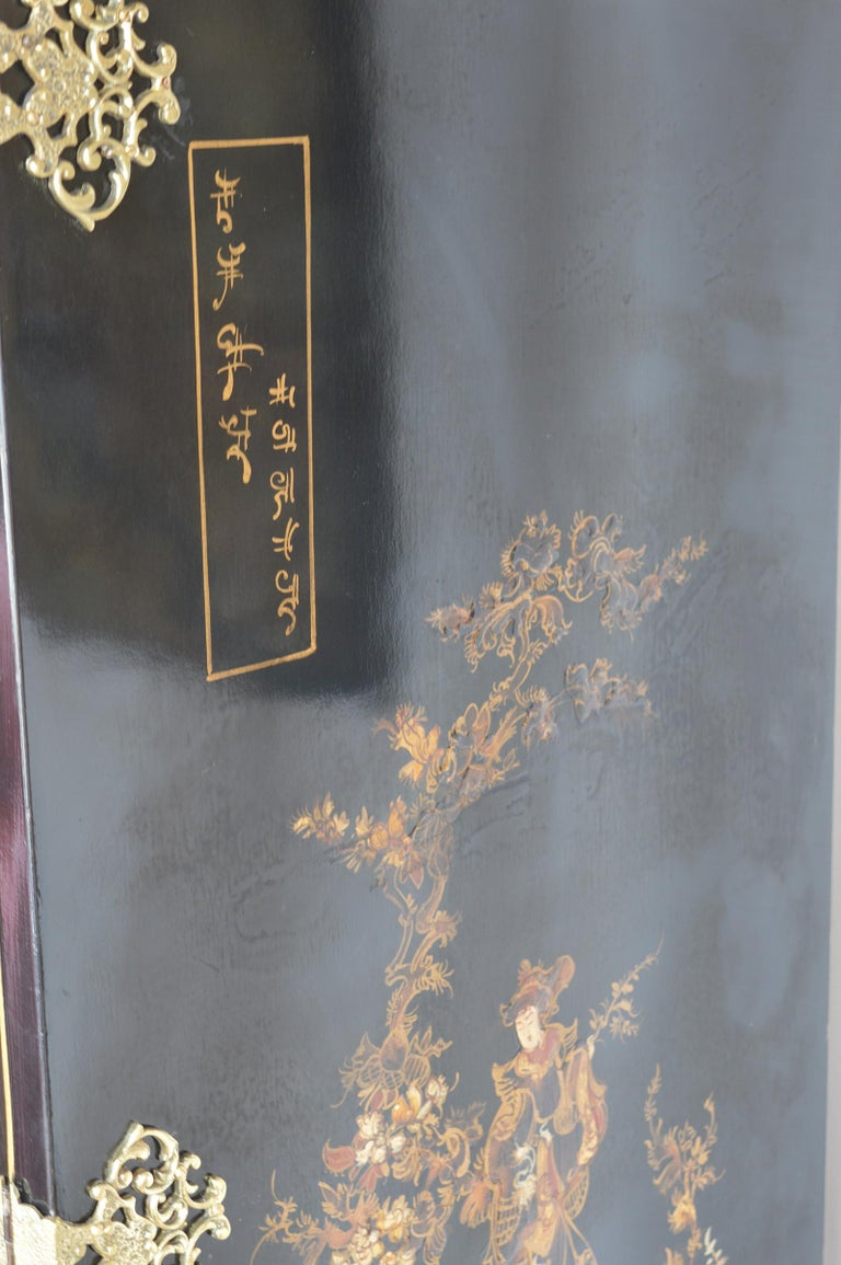 Chinoiserie Bar Cabinet with Giltwood For Sale 3