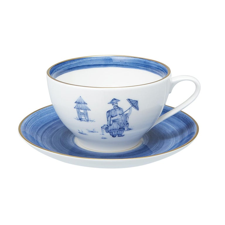 These completely handmade porcelain cups with saucers are painted by hand with a charming hands-free chinoiserie decor. The set comes as a set of four hand painted cups with a chinoiserie decor in four different colors. Rimmed by hand with a fine