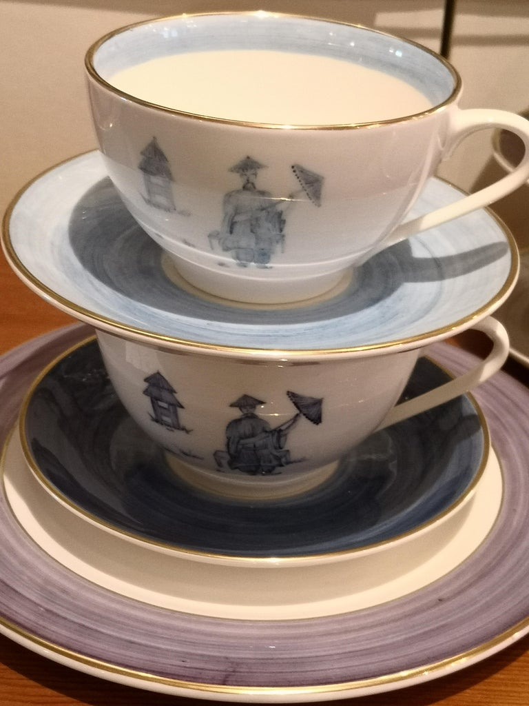 Chinoiserie Set of Four Porcelain Cups Hand Painted Sofina Boutique Kitzbuehel For Sale 2