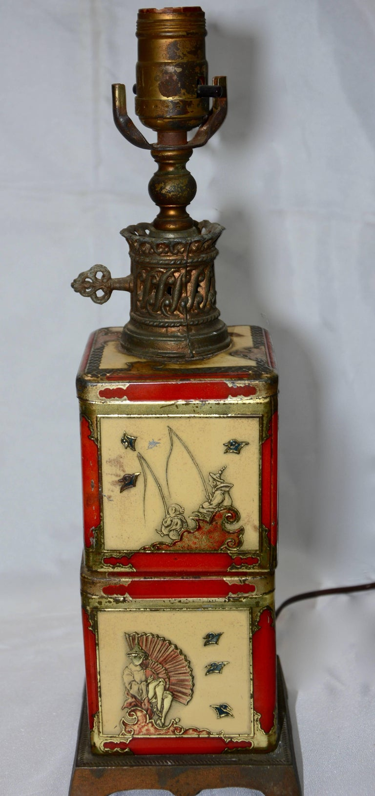 Chinoiserie Style Tea Tin Electric Table Lamp In Fair Condition For Sale In Cookeville, TN