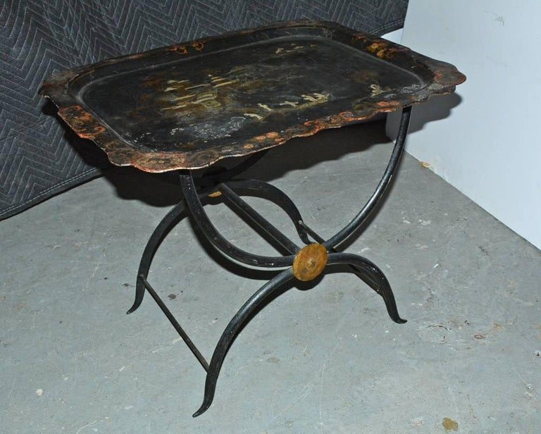 Tole painted Chinese chinoiserie style metal detachable tray table on metal stand. Can be used as coffee table, side table or serving table.