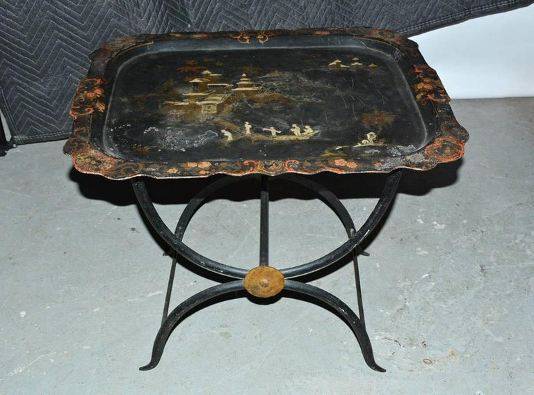 Chinoiserie Tole Tray Table In Good Condition For Sale In Great Barrington, MA
