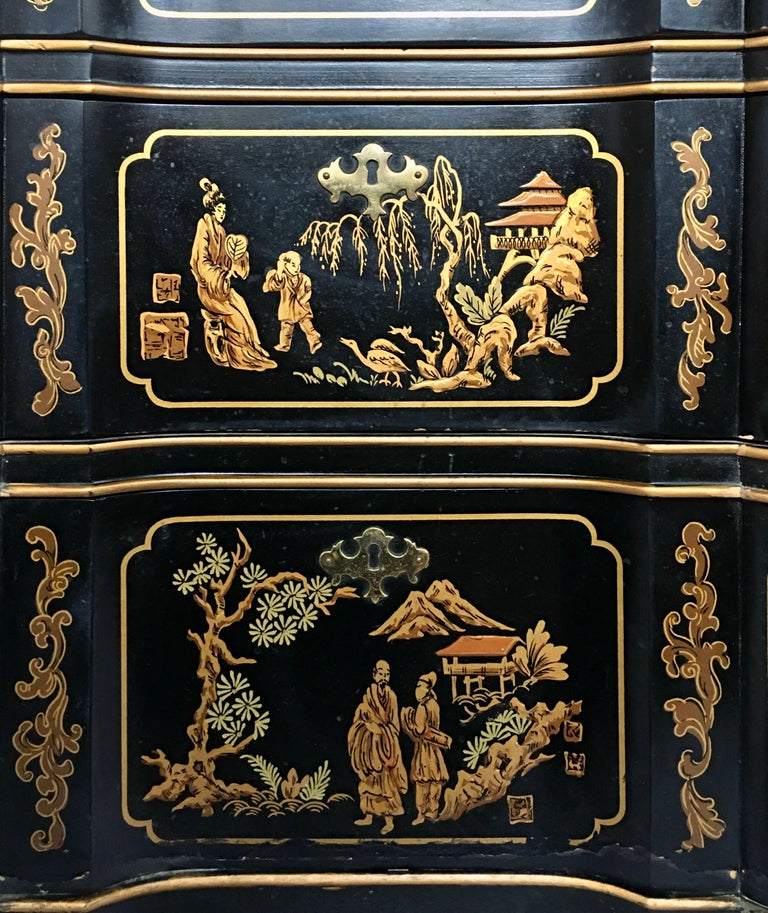 Late 20th Century Chinoiserie Asian Style Serpentine Chest Dresser and Wall Mirror Set by Drexel For Sale