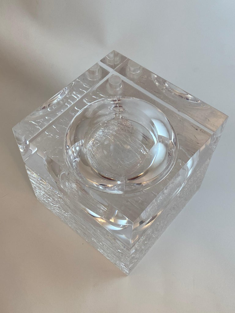 Chipped Ice Lucite Ice Bucket In Good Condition For Sale In Garnerville, NY