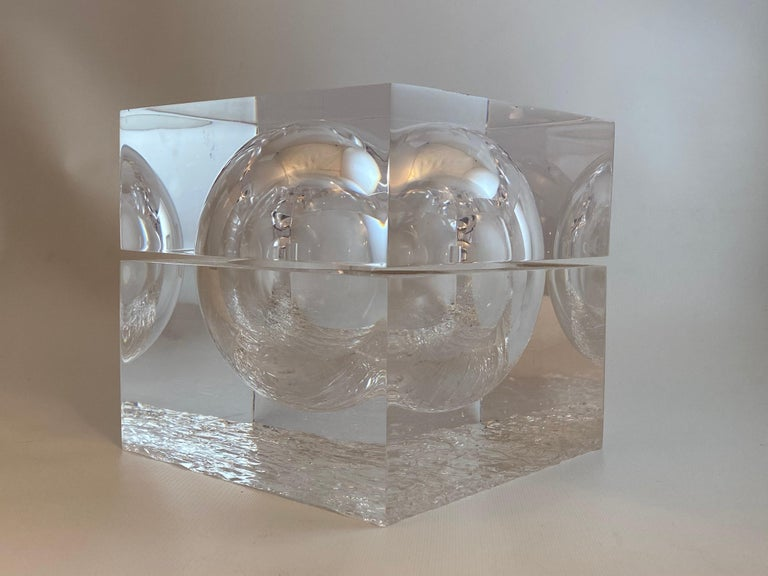 """Crystal clear chipped ice effect ice bucket. Block form acrylic with pivoting top that reveals the ice. The base contains the interior """"chipped"""" ice effect, Circa 1980-90. Very good condition with no visible cloudiness, scratches or scuffs. Very"""